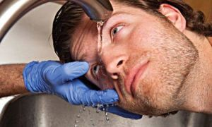 Как вытащить окалину из глаза: безопасные способы и лучшие рекомендации