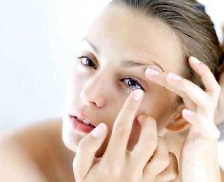 Как снять линзы с глаз: подробная инструкция