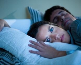 Узнайте можно ли спать в контактных линзах и в каких случаях