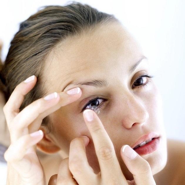 Если не снимается линза – что делать, как вытащить из глаза