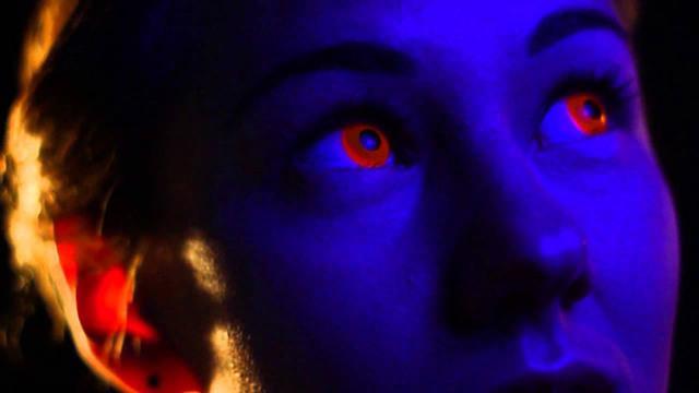 Светящиеся в темноте линзы для глаз