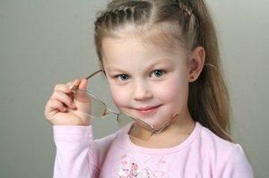 Со скольки лет можно носить линзы детям