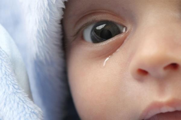 Закупорка слезного канала у новорожденных - симптомы и лечение!