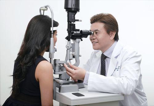 Электростимуляция глаз: показания, процесс проведения процедуры