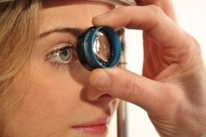 Как убрать соринку из глаза - проверенные способы и профилактика!