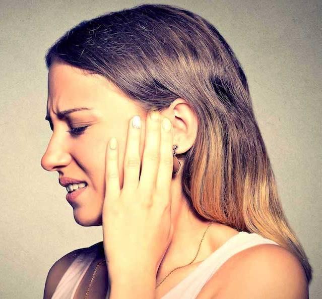 При высмаркивании закладывает уши: что делать