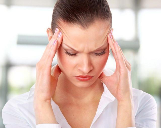 Немеет ухо и закладывает: причины онемения