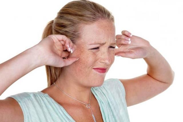 Причины давления на уши изнутри