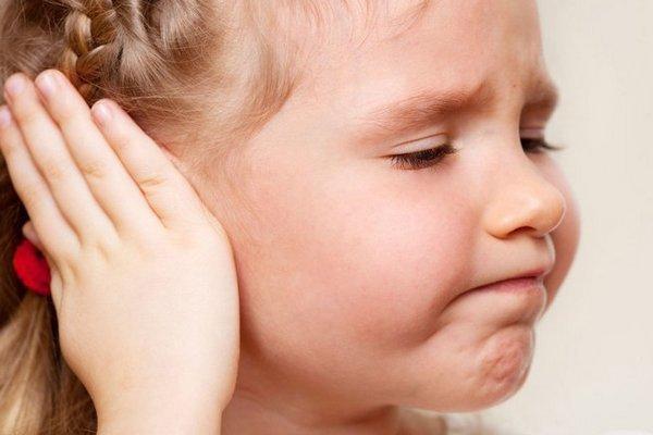 Буллезный отит: причины, симптомы, лечение