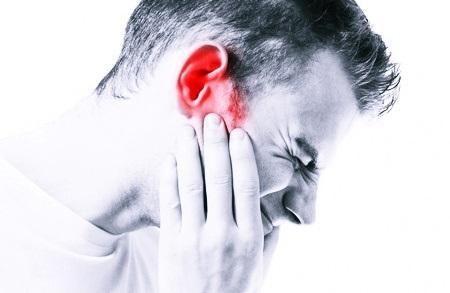 Писк в ушах: чем вызван и что делать