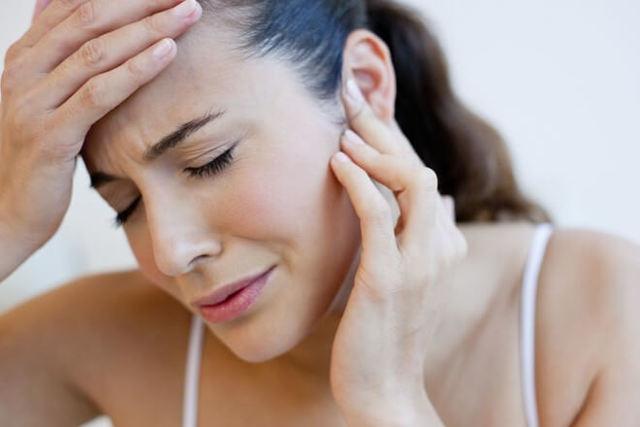 Компресс на ухо с камфорным маслом: как делать?