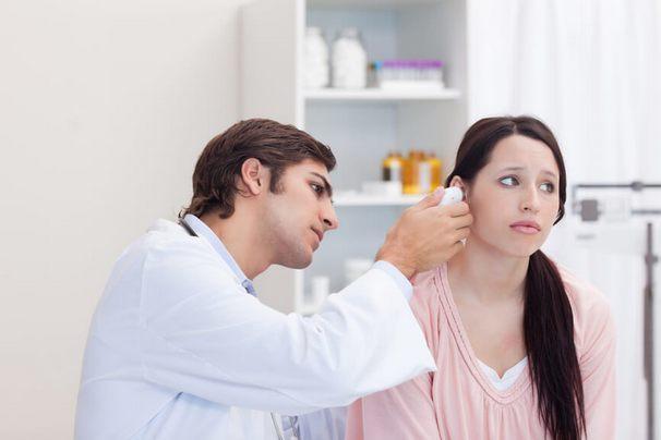 Гул в ушах и голове: причины и лечение