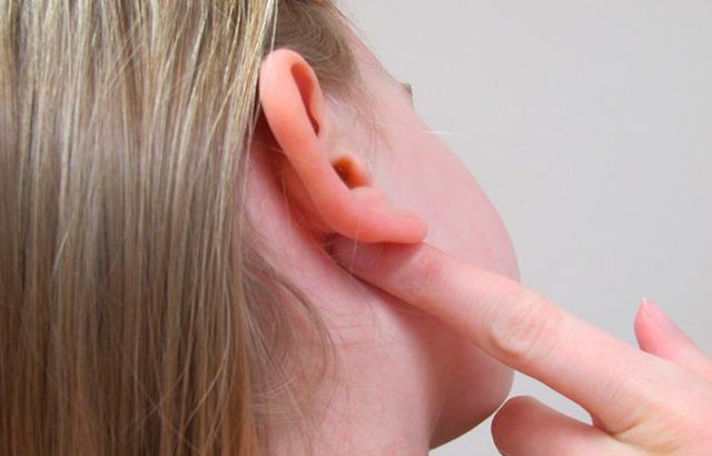 Опухли уши: что делать если опухло ухо