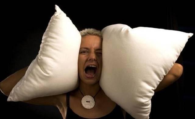 Идиопатический шум в ушах: симптомы и лечение