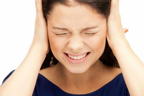 Много серы в ушах: причины образования серных пробок