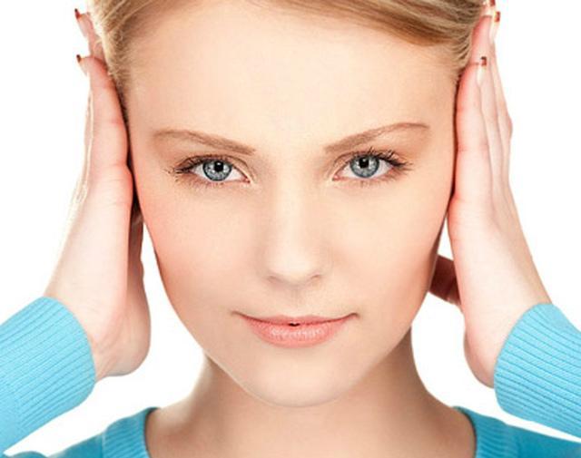 Постоянно закладывает уши: причины и что делать