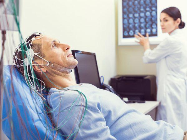 Невринома слухового нерва: симптомы и лечение