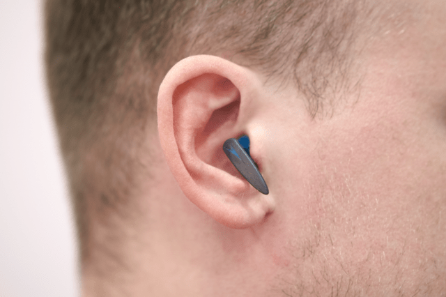 Как защитить уши от попадания воды: способы и средства