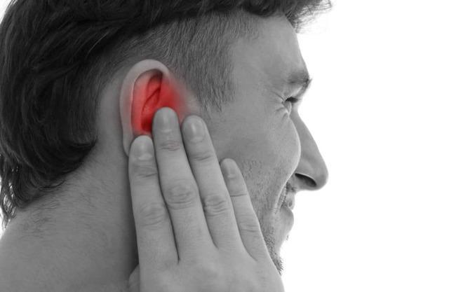 Прыщ на мочке уха: причины появления и лечение
