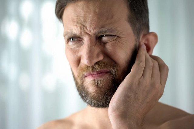 Черная сера в ушах: почему?