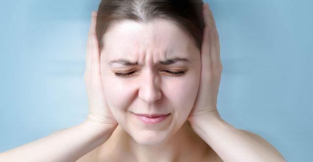 Закладывает уши при беременности: причины
