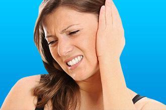 Закладывает уши: давление высокое или низкое?