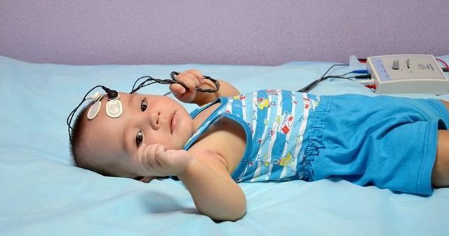 Тугоухость у детей: причины, симптомы и лечение