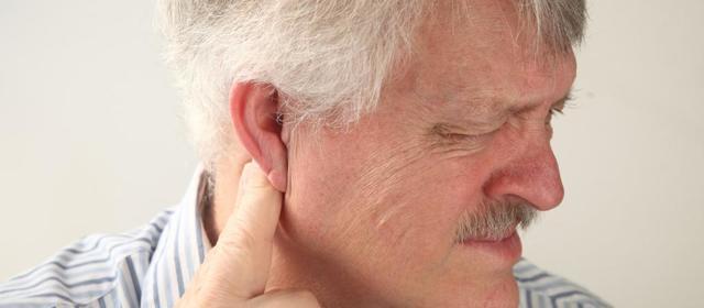 Воспалился лимфоузел за ухом: что делать?