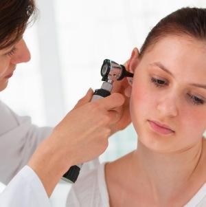 Чешется за ушами: возможные причины и заболевания