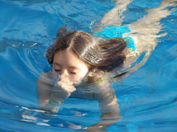 В ухе как будто вода: причины ощущения жидкости в ушах