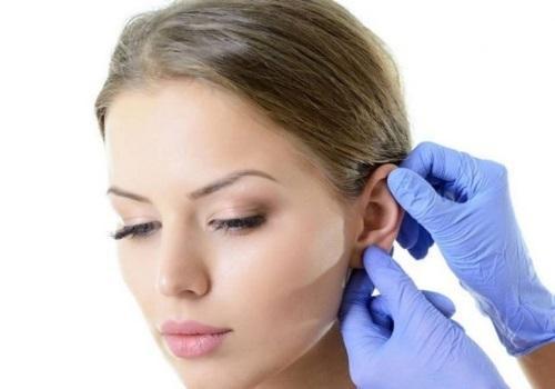 Черные точки в ушах: как избавиться от угрей