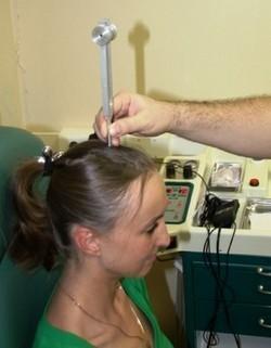 Звук в ушах: причины и лечение недуга