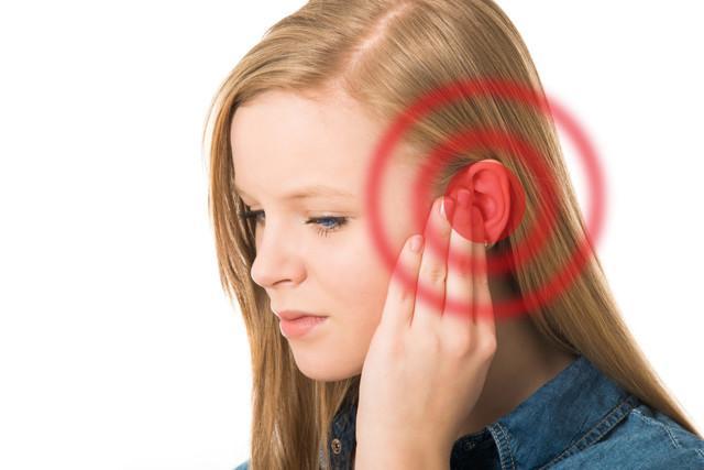 Эхо в ухе: причины появления посторонних звуков