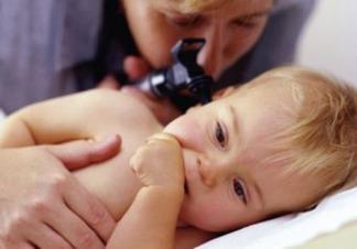 Запах из уха у ребенка: возможные причины