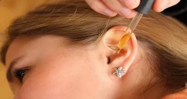 Как правильно закапывать капли в уши?