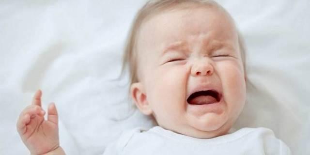 У ребенка болит ухо: почему и как помочь?