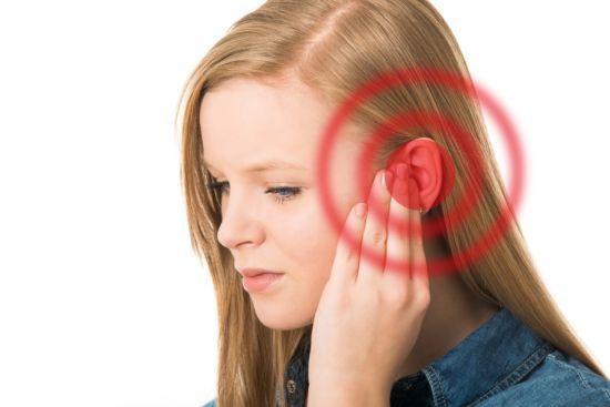 Герпес на ухе: причины, симптомы и лечение