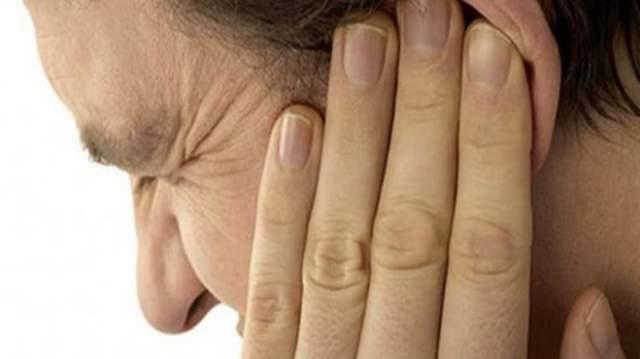 Камфорный спирт для ушей: применение при отите