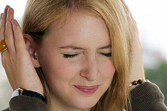 Болит ухо: причины боли в ушах