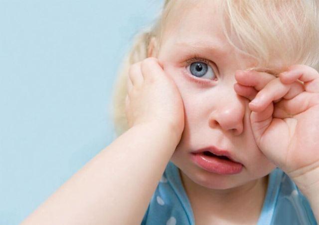 Чистила ребенку ухо и пошла кровь: что делать?