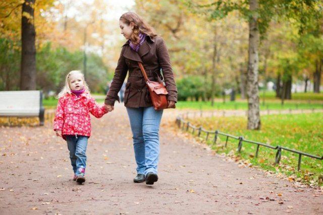 Можно ли гулять при отите: за и против