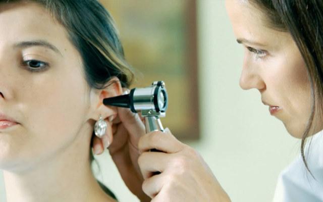 Кровь из уха: причины и что делать при кровотечении