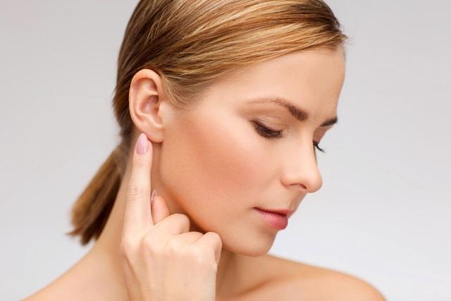 Боль в ухе при жевании: распространенные причины