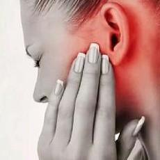 Болит ухо и голова: возможные причины