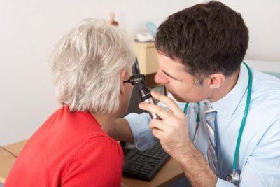 Ушные капли при заложенности уха: что закапать?