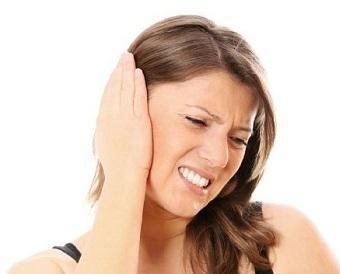 Заложило ухо при насморке: что делать и как лечить?