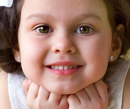 У ребенка после прокола гноятся уши: что делать?