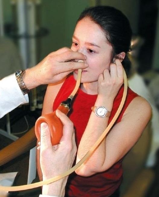 Продувание слуховых труб по политцеру: как проводится?