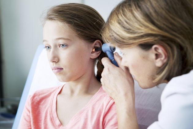 Средний отит у детей: симптомы и лечение