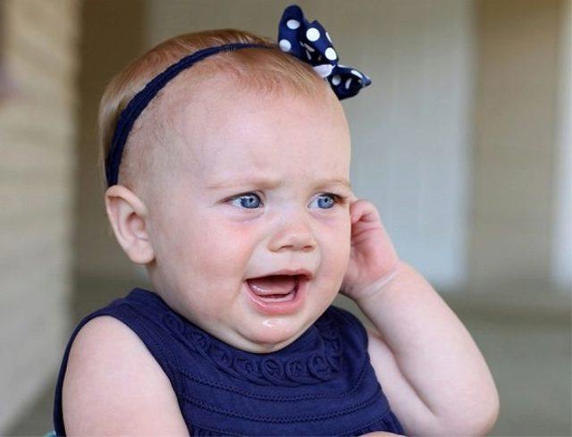 У ребенка сопли и болит ухо: что делать?